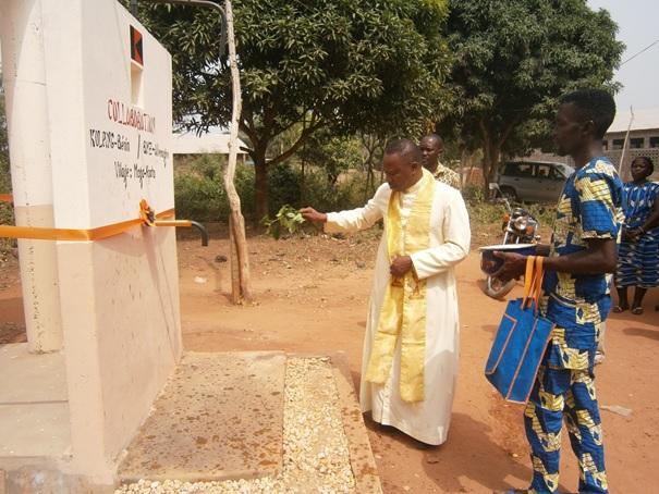 ceremonie-inauguration-latrine-construite-a-agbanto-dans-dio