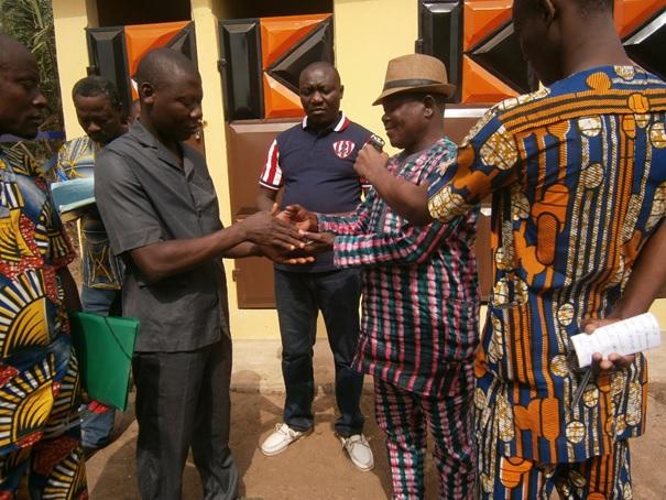 ceremonie-inauguration-latrine-construite-a-gnito-dans-dioce