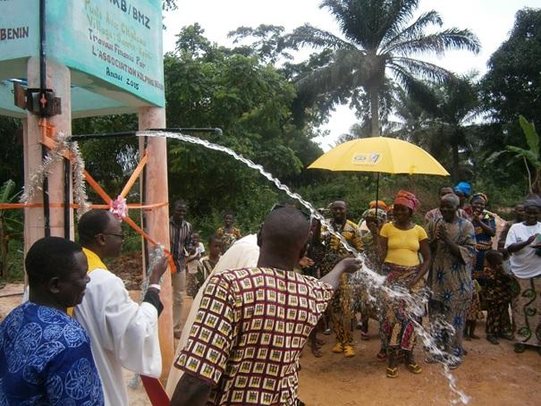 ceremonie-inauguration-puits-dote-de-chateau-a-sanrin-kpinle