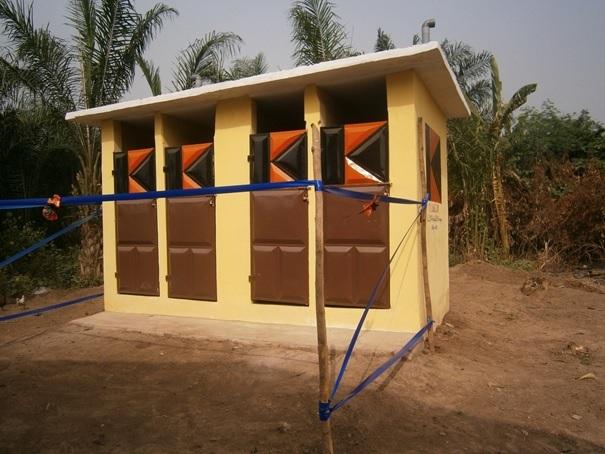 latrine-publique-construite-a-gnito-dans-diocese-de-lokossa